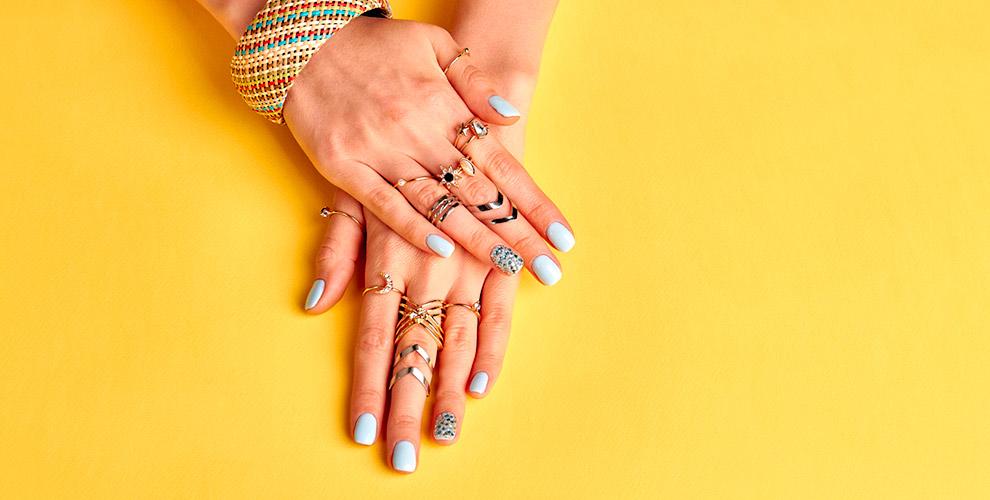 Маникюр, педикюр и покрытие ногтей гель-лаком в студии Black&White