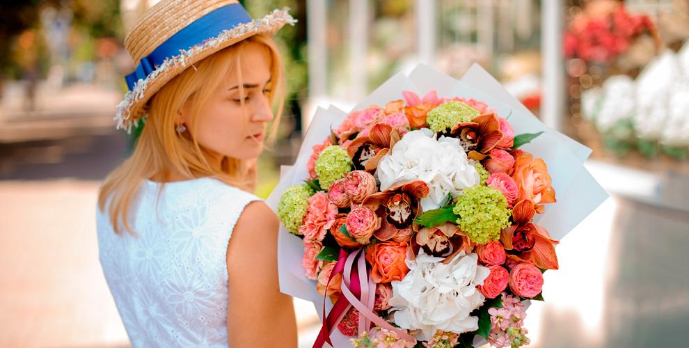 Розы, гвоздики, альстромерии, герберы и другие цветы в салоне «Розалин»