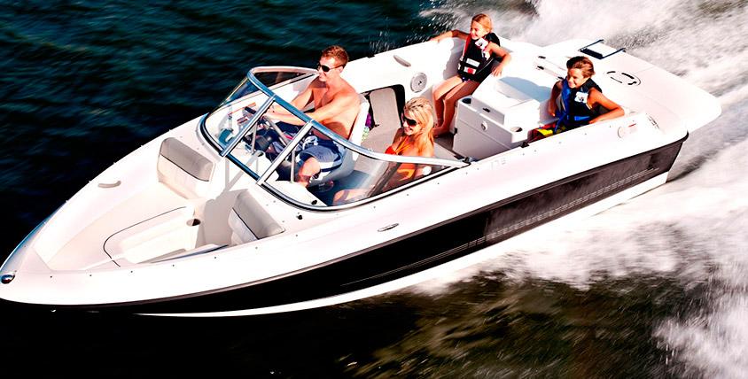 """Прокатитесь с ветерком и вдохните полной грудью! Прогулки на катере или катание на """"банане"""" по озеру Смолино"""