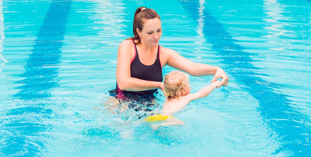 Занятия «Мама иМалыш» игрудничковое плавание вцентре BABYSPA