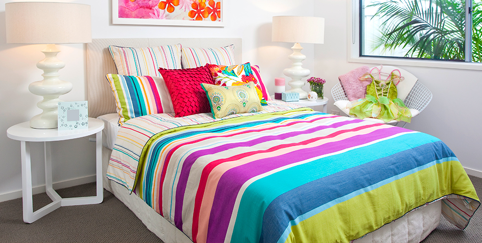 Ассортимент подушек, одеял ипостельного белья, вафельных полотенец откомпании AhAt