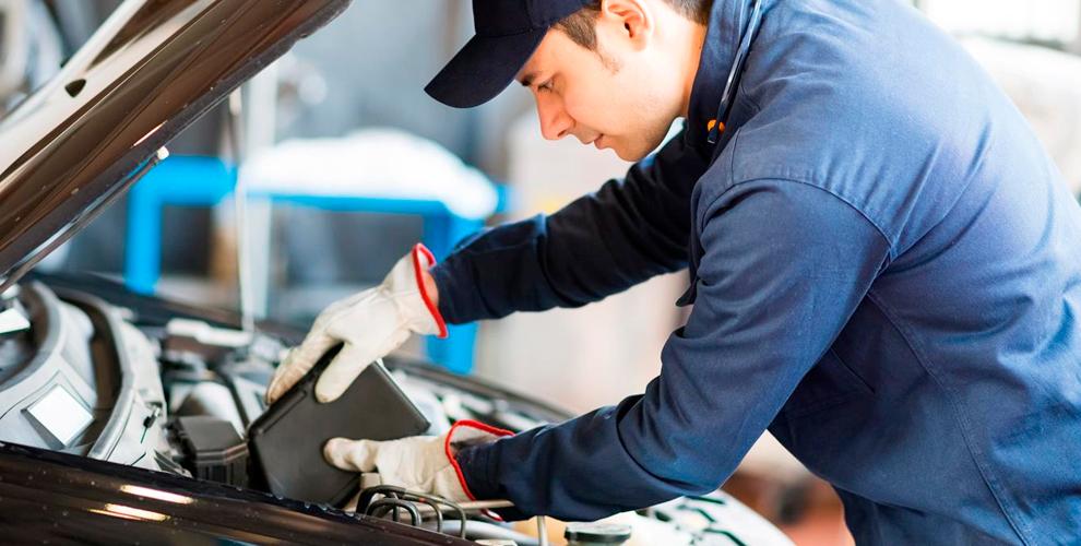 Диагностика автомобиля, замена масла и фильтров в техническом центре Autodar