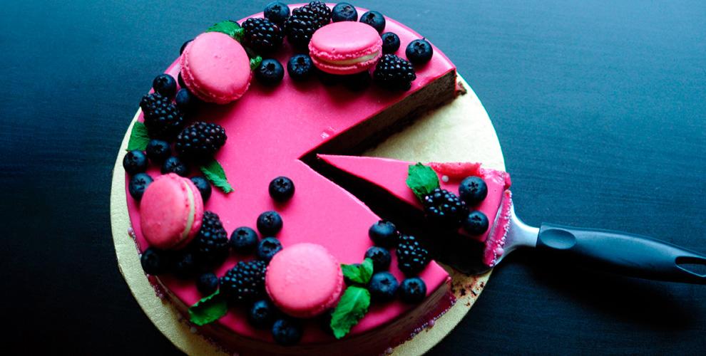 Праздничный торт с начинкой и оформлением от кондитерской «Женевьева»