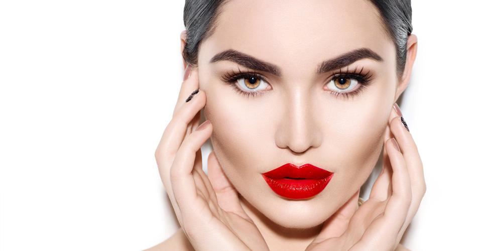 """УЗ-чистка лица, инъекции Botox и увеличение губ в салоне красоты """"Венеция"""""""
