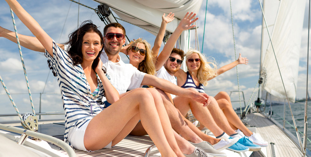 Прогулка на парусной яхте и обучение управлению в яхт-школе клуба Skipper