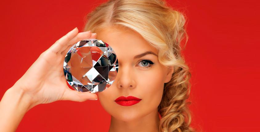 Сеансы алмазного пилинга лица и RF-лифтинга лица, шеи и зоны декольте в сети косметологических салонов Queen-Style