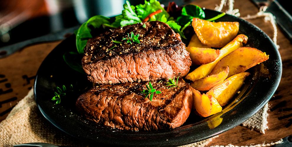 Горячие блюда в сковородках, закуски, десерты и напитки в ирландском пабе Morane