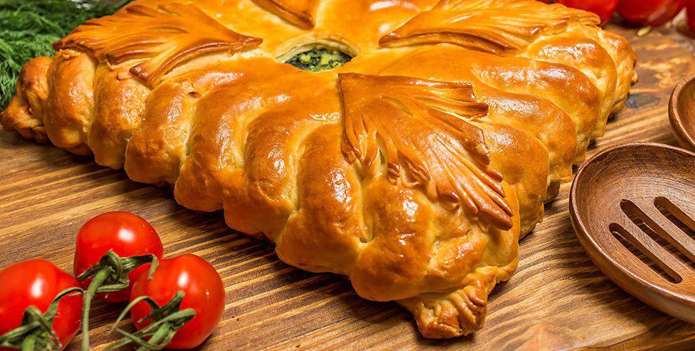 Ассортимент сытных исладких пирогов отслужбы доставки «Лакомов»