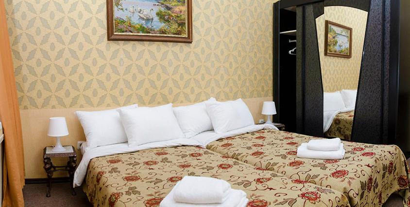 """Проживание в номерах для одного или двух человек в мини-отеле """"Бисквит"""""""