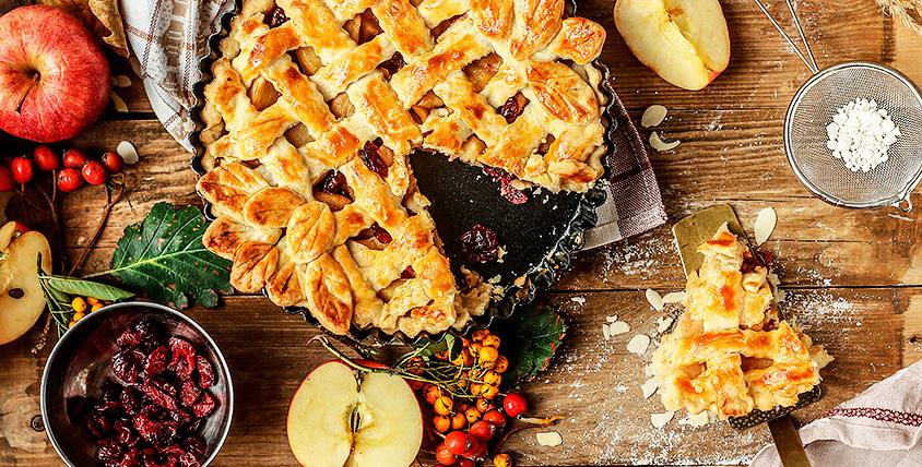 """Торты, штрудель с яблоком и пирожки с разнообразной начинкой от трактира """"Пушкин"""""""