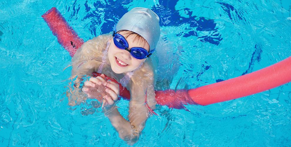 Уроки плавания,массаж исолярий вдетском бассейне «Золотая рыбка»