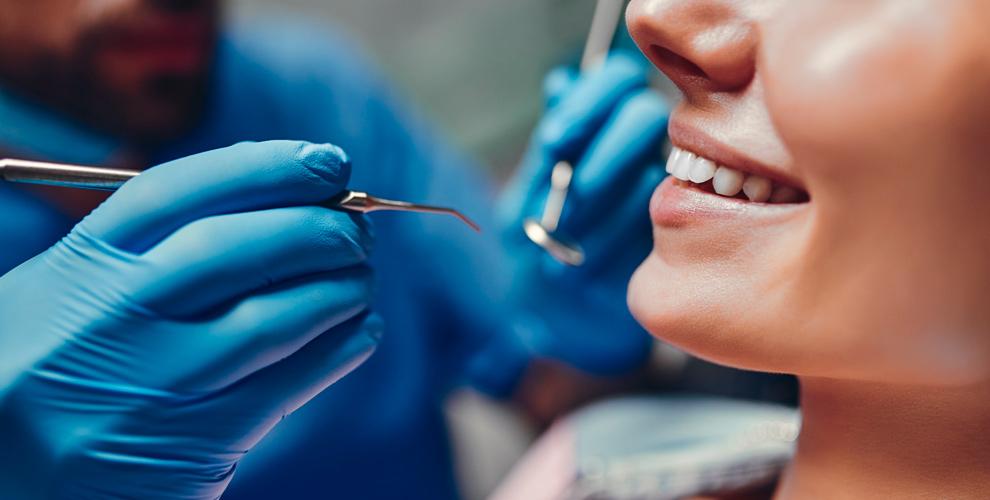 «МКМ Медицина»:  УЗ-чистка, лечение пульпита,  установка импланта «под ключ»