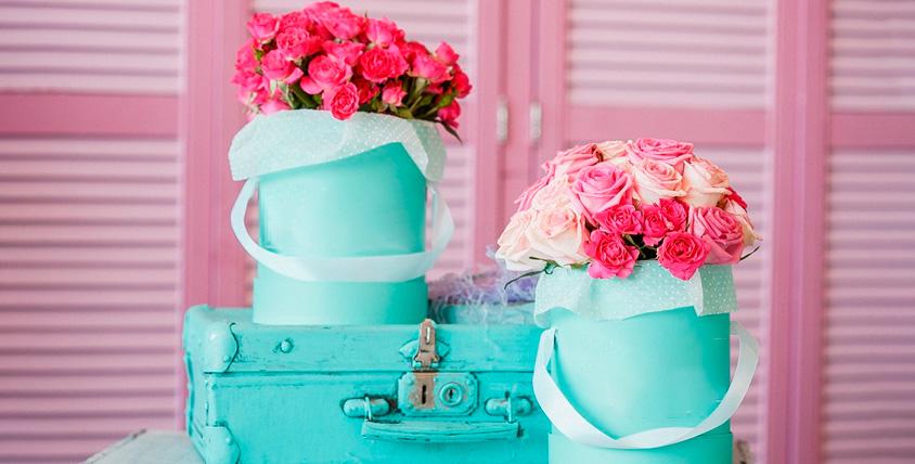 Букеты из роз или тюльпанов, цветы в шляпных коробках от компании Rozantin