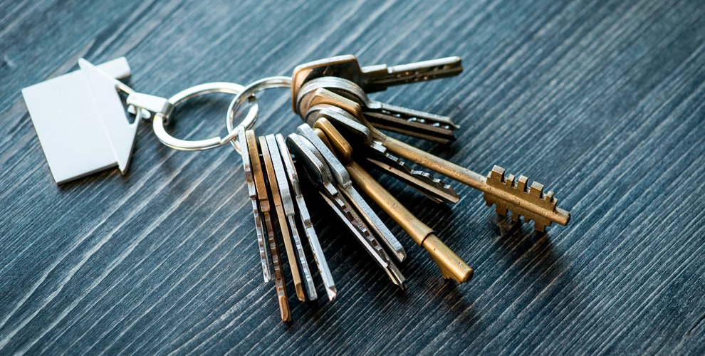 «Бюро добрых услуг»: изготовление ключей, установка замков, ремонт дверей иручек