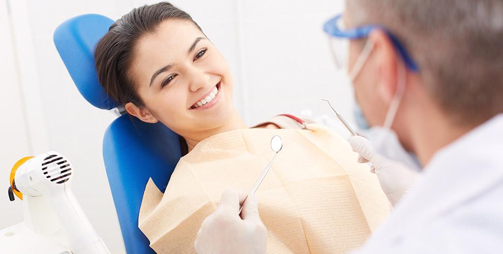 Лечение кариеса и профессиональная гигиена полости рта в клинике доктора Владимирова