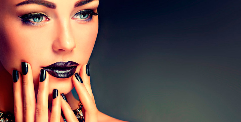 Салон красоты Da'Ma предлагает услуги маникюра и педикюра с покрытием на выбор