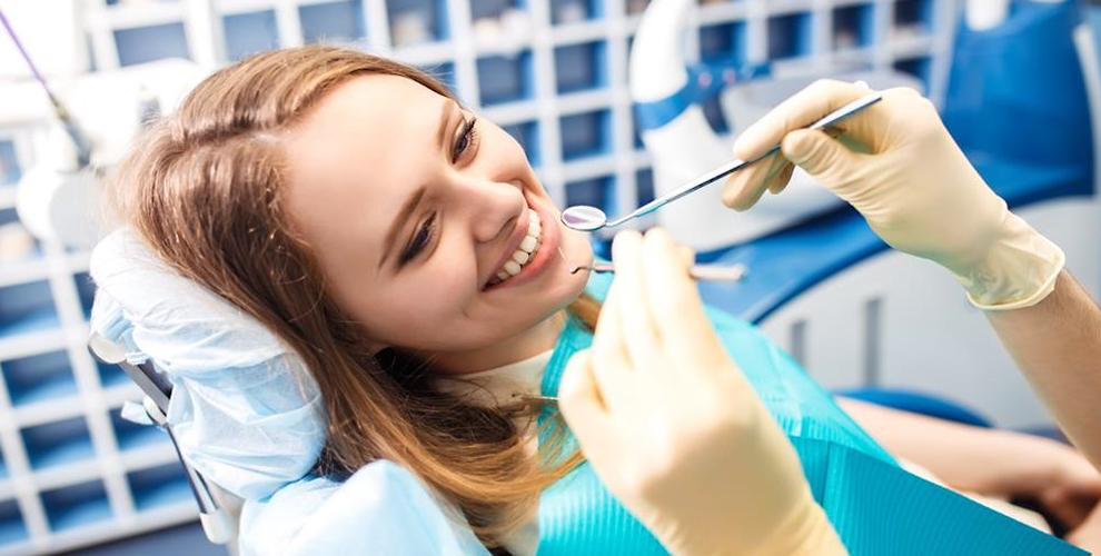 Осмотр, профессиональная гигиена полости рта, лечение кариеса в клинике Smile