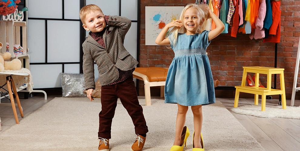Ассортимент детской одежды в магазине «Арктика»