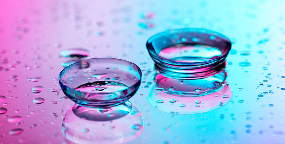Упаковка 2-хнедельных контактных линз и солнцезащитные очки