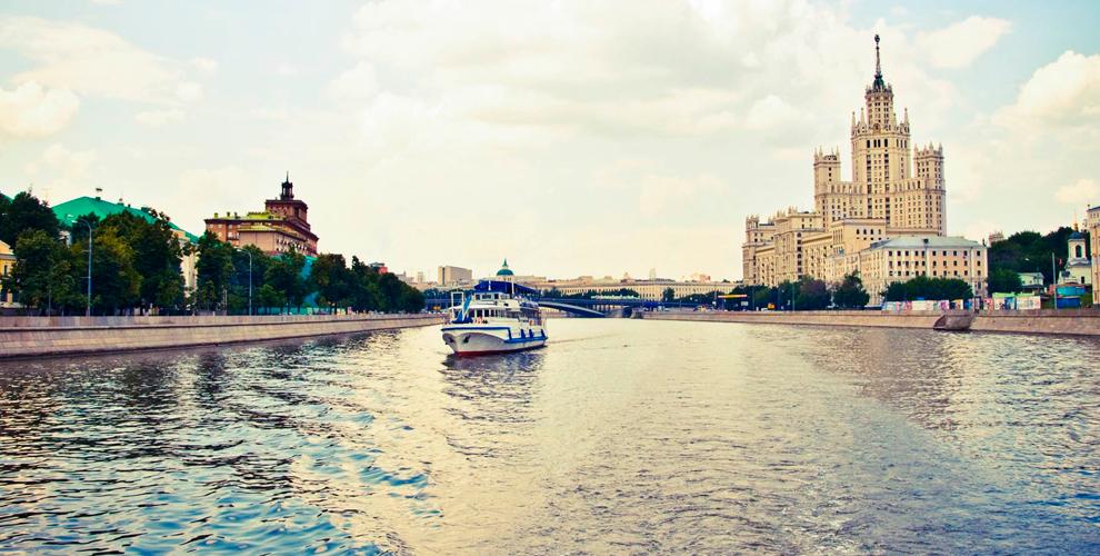 Увлекательная речная прогулка натеплоходах «Москва 99»и«Москва 150»