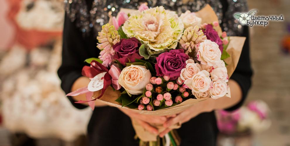 Розы и кустовые хризантемы в магазине «Цветочный бункер»