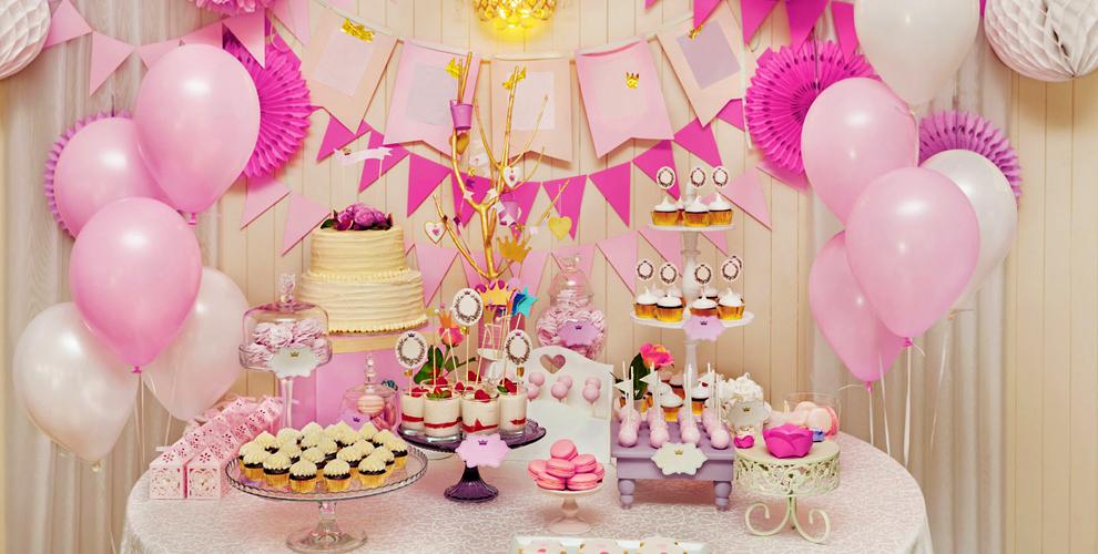 Гелиевые и воздушные шары, гирлянда и кенди-бар от организации праздников Baby Boom