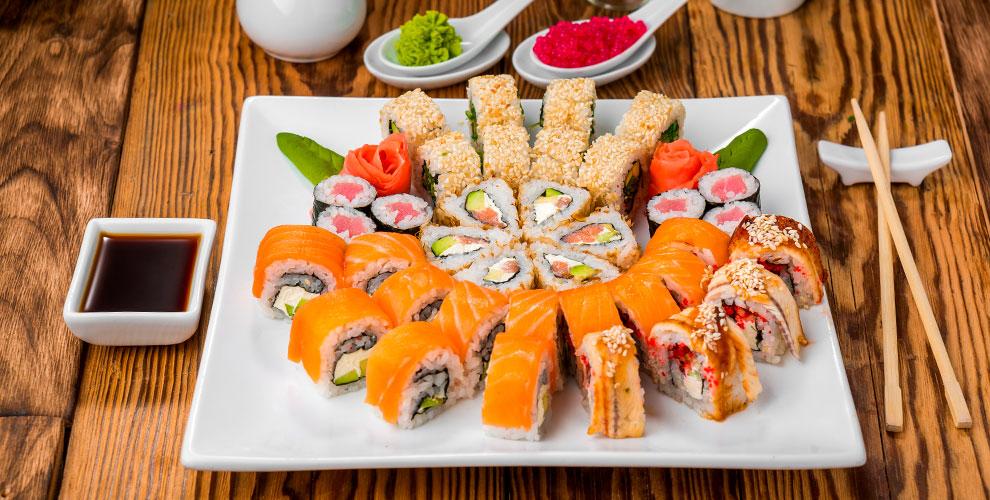 Сеты, пицца, а также большие и классические роллы от службы доставки «Такемура»