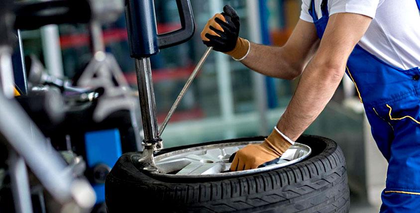 Шиномонтаж наХарлова: забортовка ибалансировка колёс автомобилей