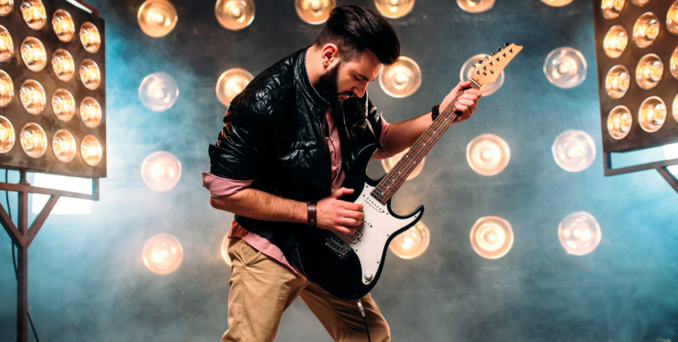 Занятия по игре на электрогитаре, бас-гитаре или барабанах в рок-школе Soul Room