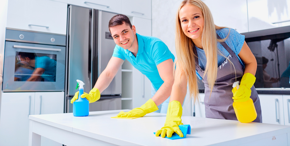 Уборка квартиры илиофиса, мытье окон ихимчистка отклининговой компании «Аквамарин»
