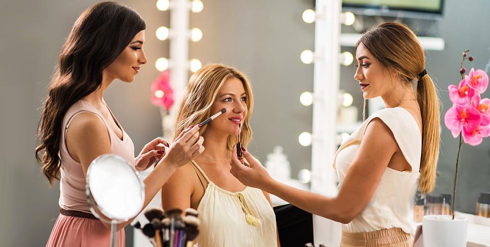 Курсы макияжа, шугаринга иманикюра вучебном центре «Сплетницы»