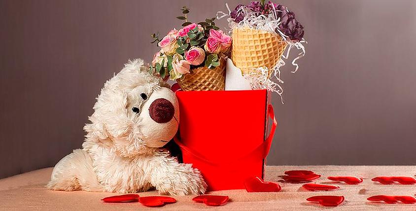 """Букет в вафельном рожке, 19 красных роз и другие цветы от компании """"Морkovь"""""""