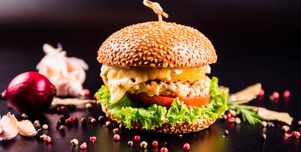 TheHalal Burger: бургеры, хот-дог, картофельфрииапельсиновый лимонад