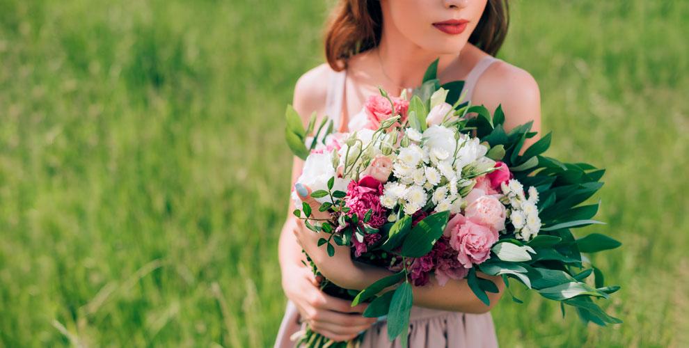 Разнообразные цветы ибукеты отмагазина Vesta
