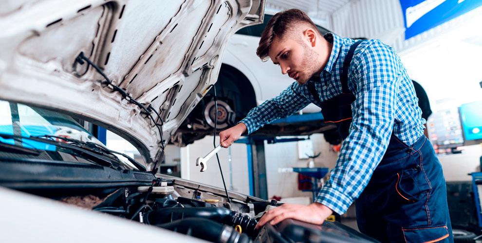 Замена масла идиагностика ходовой части автомобиля вавтосервисе Carfix