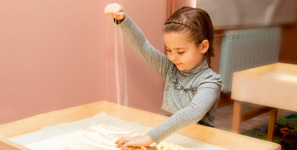 Семейные мастер-классы и занятия по рисованию песком в студии «Солнечный Дом»
