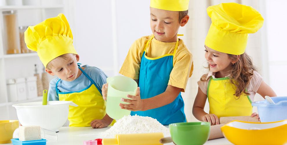 Детский мастер-класс поизготовлению десерта иэкскурсия встудии «Высший Вкус»