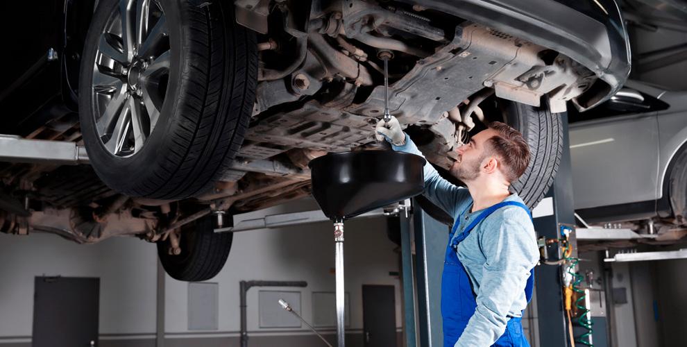 Диагностика автомобиля, замена масла, шиномонтаж в автосервисе «ТрансСпецСервис»
