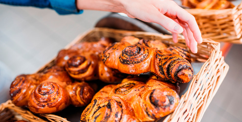 Плюшки, ватрушки, булочки, сладкие исытные пироги всети пекарен «Колосок»