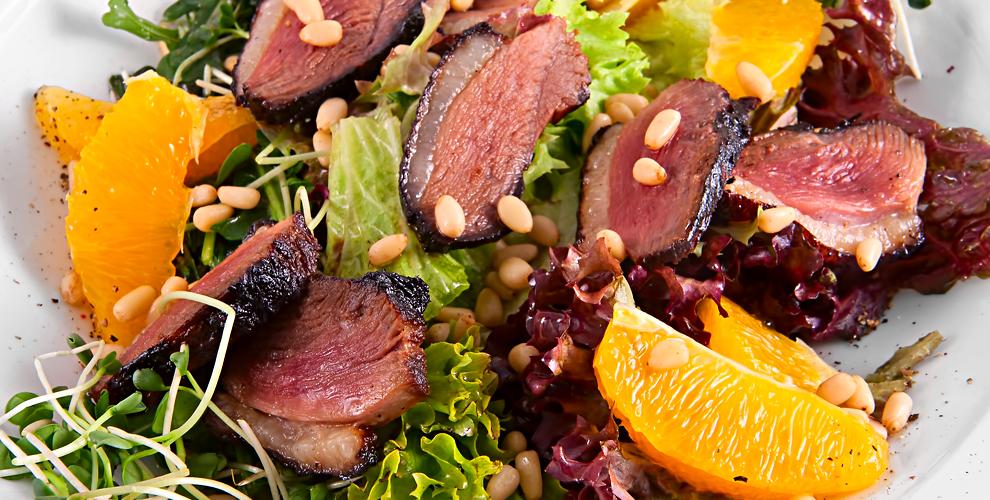 Салат из утки, жаренная свинина в кляре, рис с овощами и не только в кафе LuSun