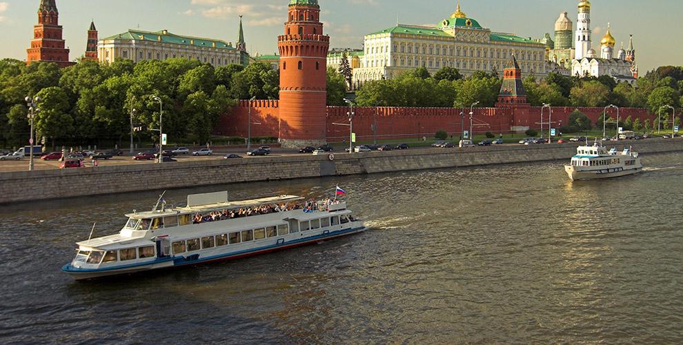Прогулка поМоскве-реке натеплоходах «Флагман» и«Лоцман» спитанием