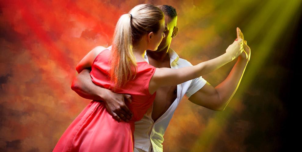 Занятия кубинской сальсой или бачатой в школе танцев PiterSalsa