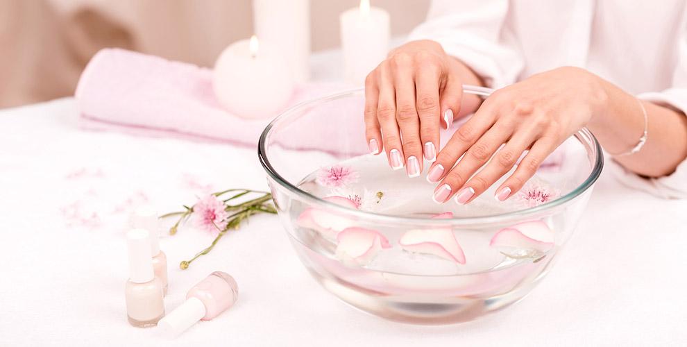 Маникюр, экспресс-педикюр, покрытие и полировка ногтей в студии красоты «Ирлен»