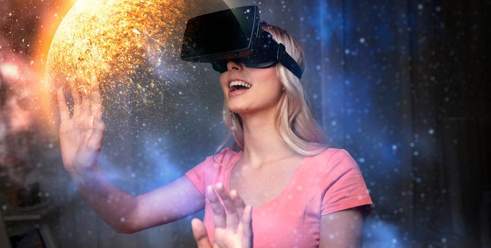 Игры в шлеме виртуальной реальности и на приставке в парке развлечений Skyy Arena