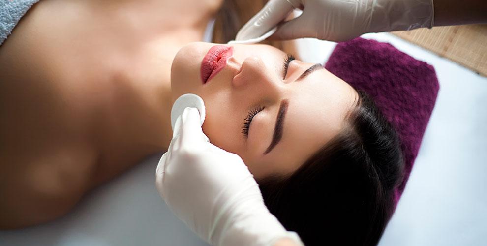 УЗ-чистка, пилинг, массаж лица иламинирование ресниц встудии Ольги Русиновой