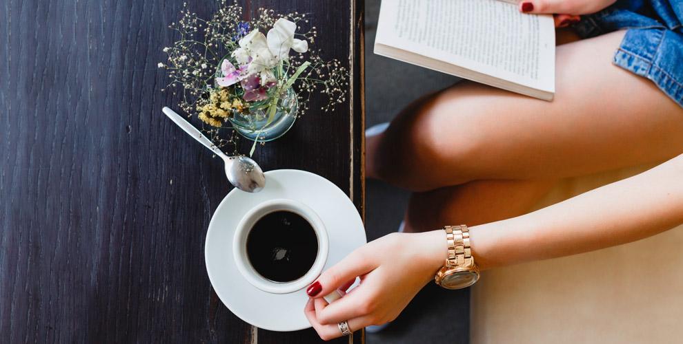 Капучино, латте, американо, чай и другие напитки в арт-кафе «Кофе и Книги»