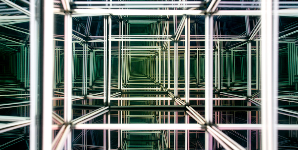 Посещение зеркального лабиринта на Набережной