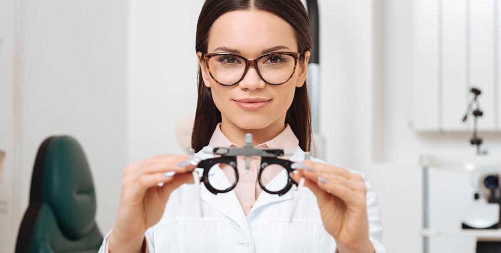 «Просто Оптика»: бесплатные контактные линзы, проверка зрения исолнцезащитные очки