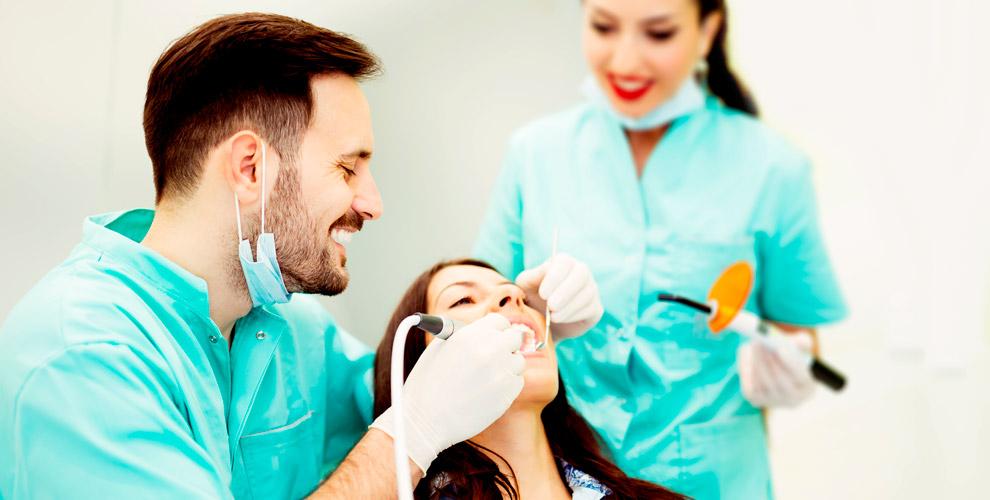 """Профессиональная гигиена полости рта и лечение кариеса в стоматологии """"Классик-Дент"""""""