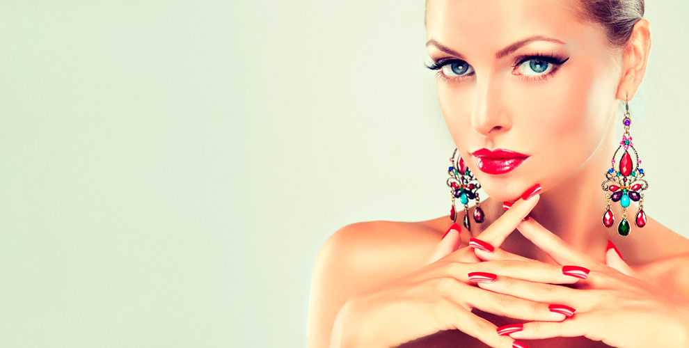 Окрашивание бровей, маникюр, педикюр, покрытие гель-лаком в салоне красоты «Маруся»
